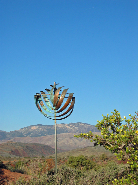 Nautilus-Wind-Sculpture-Lyman-Whitaker-blue-sky