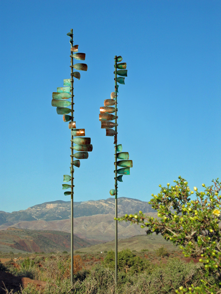 Wave-Grouping-Wind-Sculpture-by-Lyman-Whitaker-blue-sky