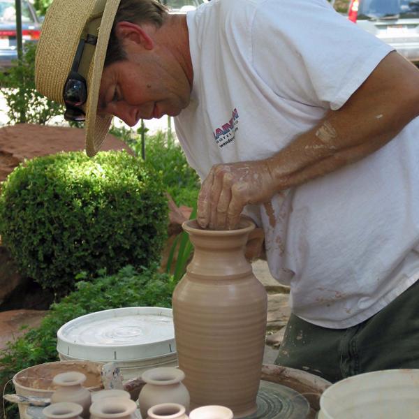 bruce-larrabee-pottery-demonstration-at-worthington-gallery